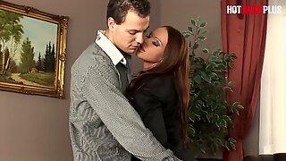 Hotbabesplus - tonåring sekreterare Christina Bella vill ha analsex med sin chef