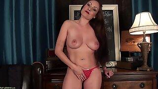 Sexig mamma visar sin vagina - Sophia Delane