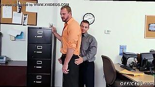 Mjuk anal film gay första dagen på jobbet