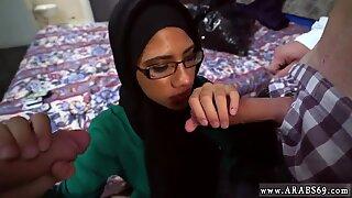 Arabisk 69 hon fördjupade kameran hingst s ståkuk också, hon är väldigt bra i fan.