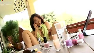 Högklassigt Japansk Stumpet Mario Fujii sitter på stolen blinkar hennes höfter