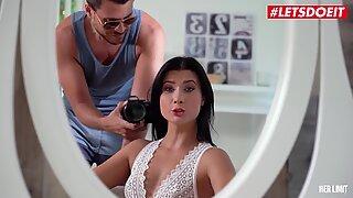 Herlimit - Nicole Black Big Röv Kazakh Babe Hårdhänt Anal jävla och gapande från en stor vit kuk