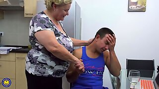 Tabu sex med stor mormor och pojke