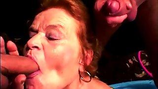 Knubbigare oma liebt gro en kuk in ihren mund und muschi