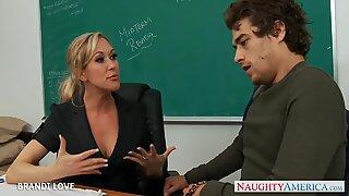 Blond Lärare Brandi Love Rider Kuk i klassrummet