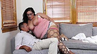 Brunett fet moogen kvinna med katt retande chef stor kuk