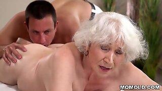 Gammal mamma norma tycker om sex efter massage