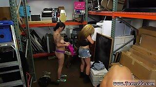 Blonda högstrumpor lesbiska pantsätter sina åsnor!