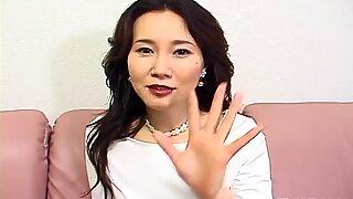 Asiatisk mamma - Filthy Scum är för vacker för kärlek.