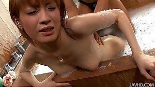 Kastanj Kaoru Amamiya får het muffdykning i varmt badkar