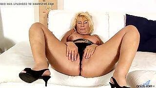 Bbw mormor leker hennes moogen fitta