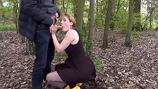Milf im Park Mit Wichse in der Fresse!
