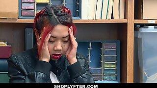Shoplyfter - fräsande asiatisk mamma och dotter jizm douche