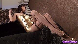 Asiatisk glamour - vacker ung tjejer i sexiga kläder v1