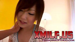 Asiatisk tonåring leksak i Fitta tills Säd på ansikte av xmilf.us