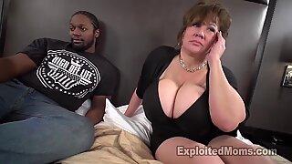 Sexig mamma med gott bröst tar bbc