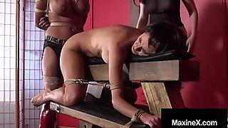 Storbröstad Kambodjansk Cougar Maxine X Bunden & Silenced med Galen Mexikansk Ho!