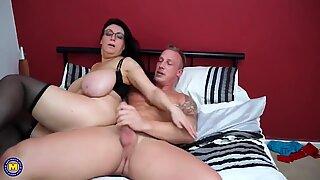 Taboo Sex Amazing Storbröstad Mamma och Son