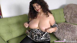 Big Funbags Mogen Lady lubing upp sina varor