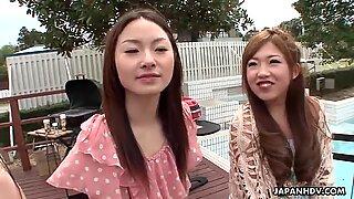 Asiatisk tjejer får sin fittor pullad