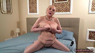 Pippa En Storbröstad Mormor