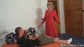 Fru finner honom jävla mamma i lag och blir galen