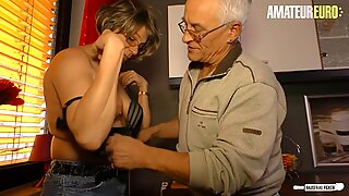AMATÖR EURO - TYSK FRU OTROGEN Sex med granne