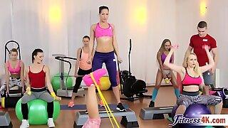 Fantastiska Ängel Wicky och Katarina Muti i suverän trekant gym action