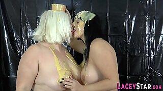 Pudding Covered Brit Farmor Lesbisk