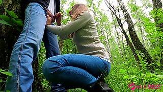 Söt skolflicka gör offentlig avsugning i park - säd i munnen - amatör tonåring natasweet