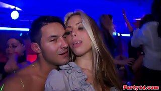 Hot euro pupe a una festa arrapato per alcuni verga riportare questo video