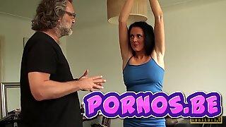 Begränsad MILF Jess Skottland dominerade och grovt knullad av pornos.be