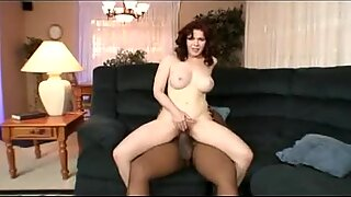 Mae Victoria särning henne HÅRIG Fitta Wide Open för att bli knullad hårt