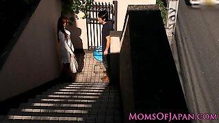 Japansk Mamma Cheats och får Fejskrullad