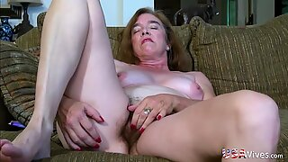USAWIVES HÅRIG MORMOR PUSSSY FUCKED WITH SEX TOY