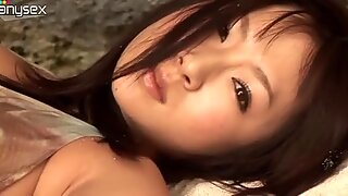 Nitisk svarthårig tjej Hitomi Aizawa är en kåt lesbisk