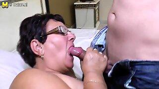 Taboo Mogen mamma knullar hennes unga pojke
