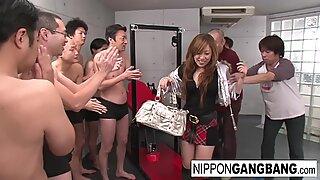 Real kinesisk student i en penetrera och suga gruppsex