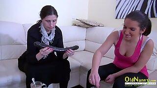 Oldnanny Mogen dam med lesbisk vän och leksak