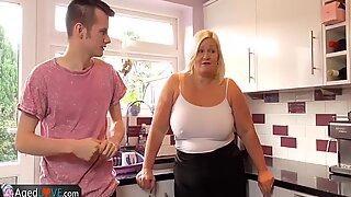 Agedlove mogen fet avsugning och bakifrån