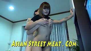 Varma bruna skinkor och fasta bröst i handstorlek