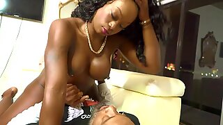 Vickie Starxxx gives Bomb head