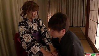 Hem nöjen för Kimoni MILF, Anna Anjo - mer på Japanesemamas com