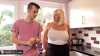AgedLove BBW Mormor Chubbies njuter av Hårdporr