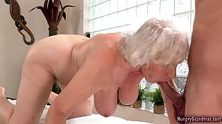 Sexig mormor påsatt riktigt hårt