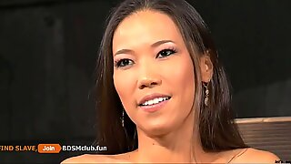 Slav asiatisk cuties lucka knullad av auktoritativ mästare