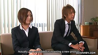 Iroha Kawashima blir upptagen under presentationen